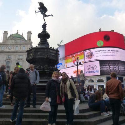 Zita Nováková na Piccadilly Circus v Londýně